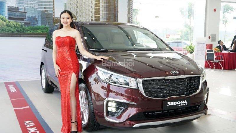 So sánh xe Kia Sedona 2019 và Peugeot Traveller 2019: Xe gia đình và xe thương gia.