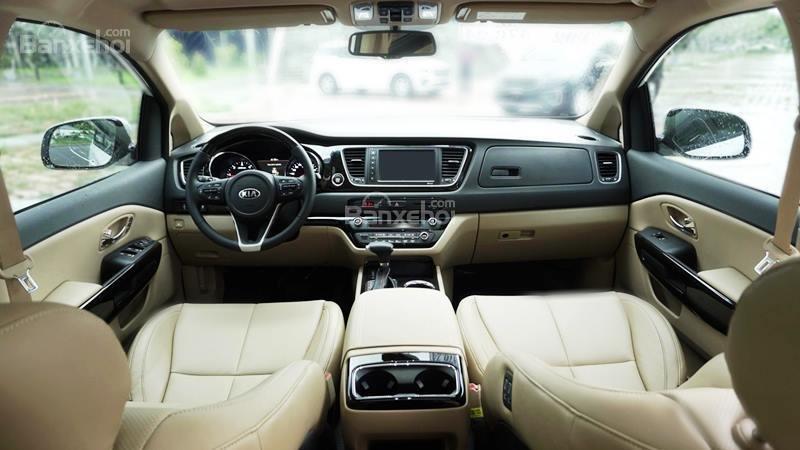Kia Sedona 2019 khó có thể sở hữu không gian rộng rãi được như Peugeot Traveller.