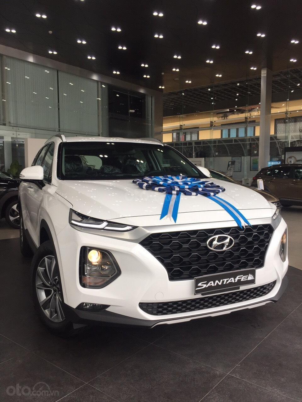 Bán xe Hyundai Santa Fe 2019, màu trắng-0