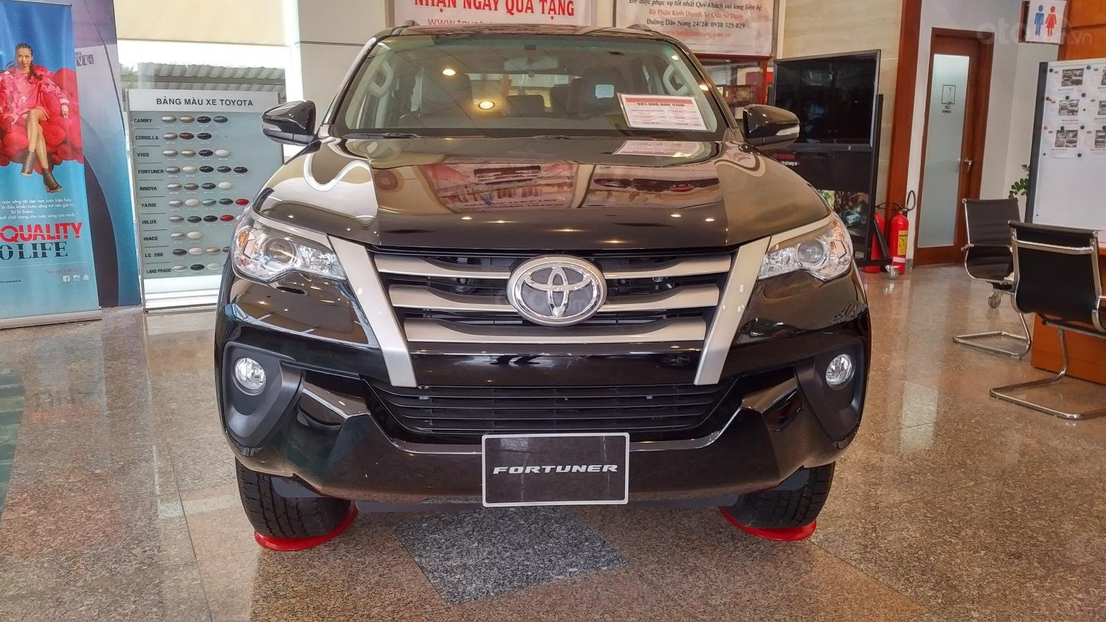 Toyota Fortuner 2.4G số sàn - 998 triệu - Đủ màu - Ưu đãi cực nhiều - Có xe giao ngay - Liên hệ 0902750051-0
