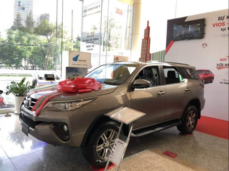 Cần bán xe Toyota Fortuner đời 2019, màu bạc-1