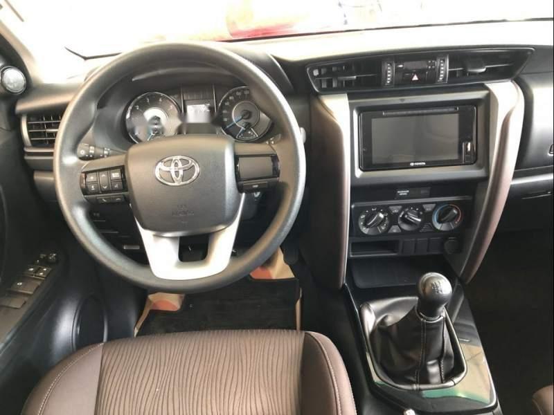 Cần bán xe Toyota Fortuner đời 2019, màu bạc-4