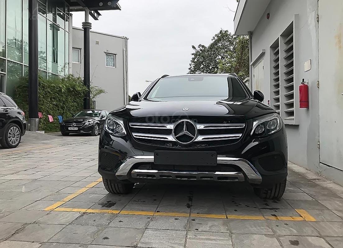 Cần bán xe Mercedes GLC 250 4Matic đời 2019, màu đen (1)