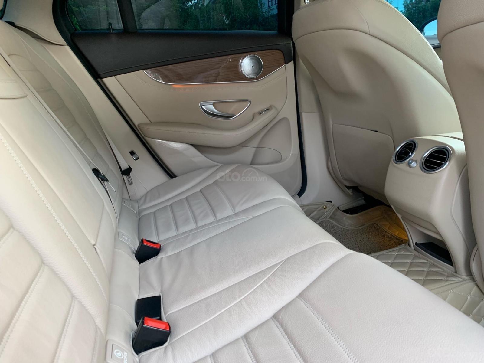 Bán xe Mercedes GLC 250 Silver Diamond xe như mới (15)