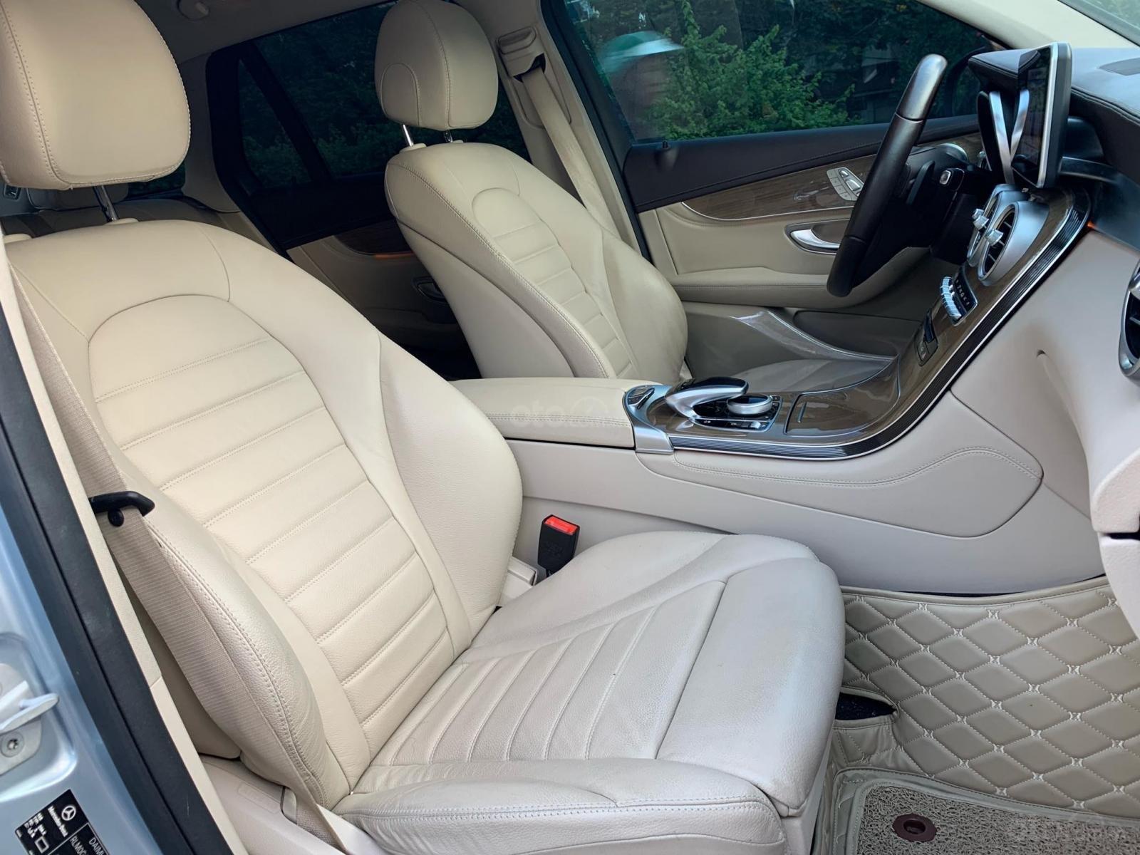 Bán xe Mercedes GLC 250 Silver Diamond xe như mới (16)