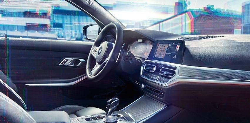 BMW 3-Series 2019 sedan sở hữu buồng lái hiện đại