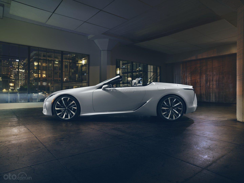Lexus LC 2020 Convertible bật mí rằng vẫn giữ nguyên lối tạo hình của bản Concept