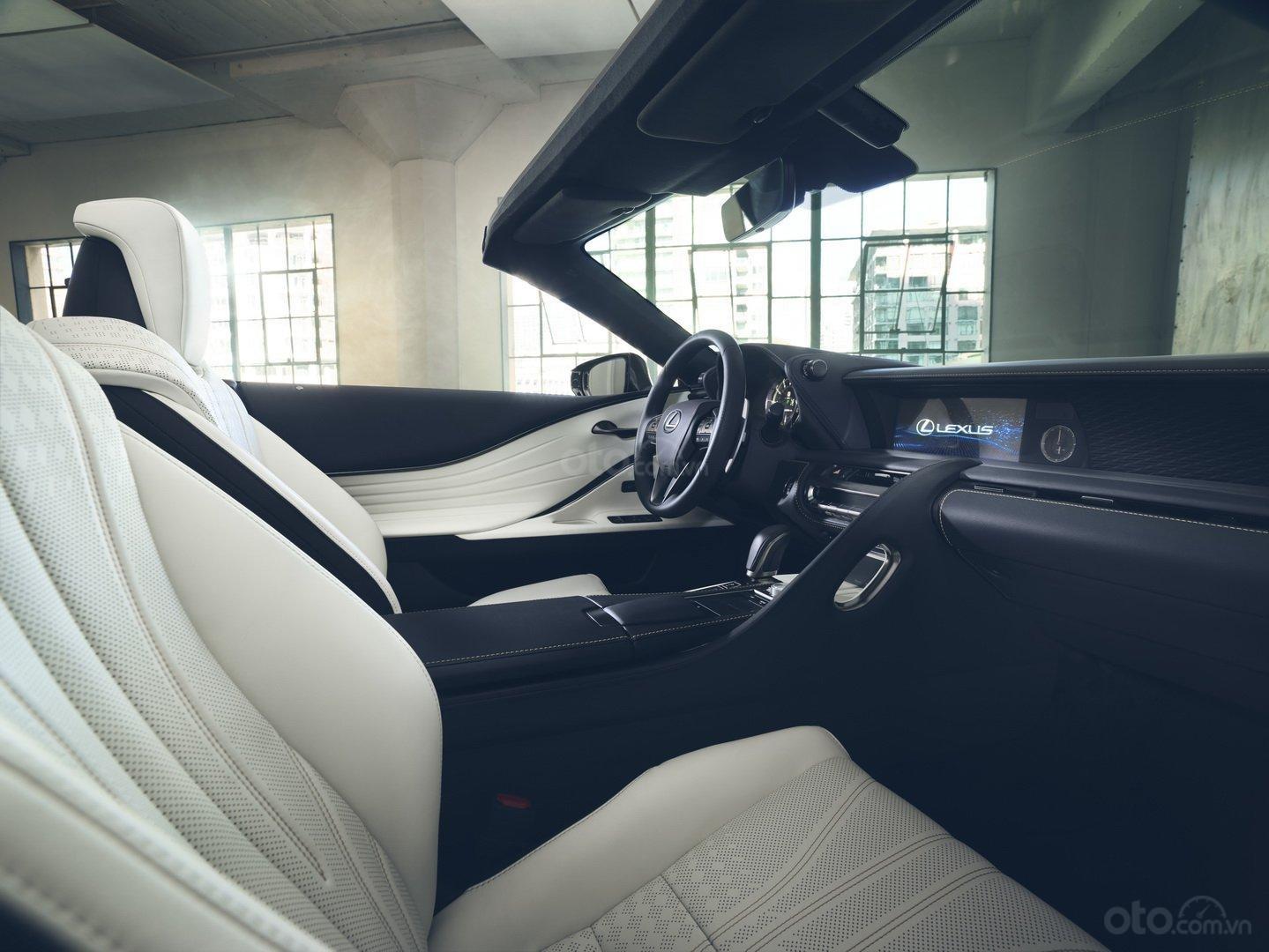 Lexus LC 2020 Convertible giữ bí mật về giá