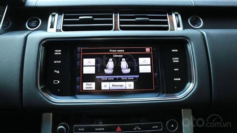 Màn hình thông tin giải trí trên xe Range Rover 2019...