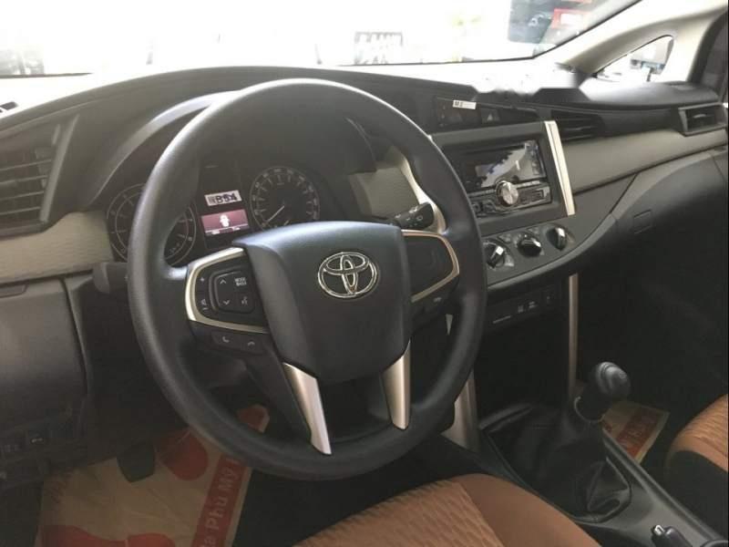 Bán xe Toyota Innova E năm sản xuất 2019, màu trắng-3