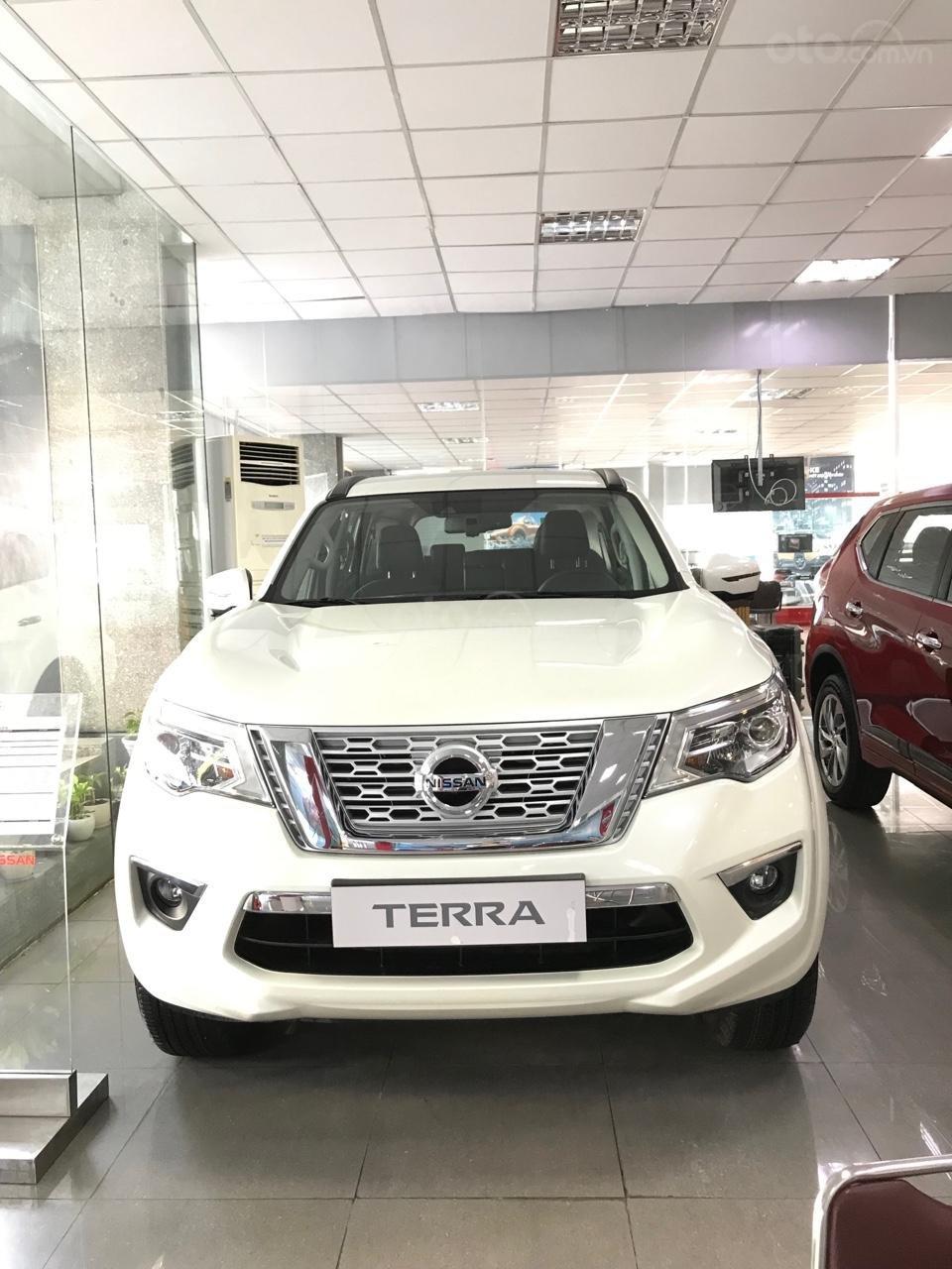 Xe Nissan Terra V khuyến mãi khủng tại Nissan Sài Gòn (1)
