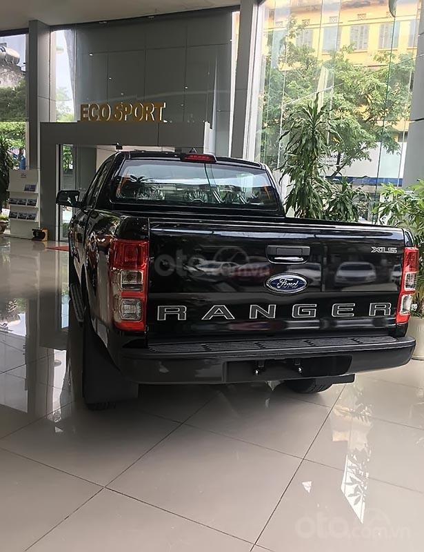Bán xe Ford Ranger XLS 2.2L 4x2 MT đời 2019, màu đen, nhập khẩu nguyên chiếc (2)