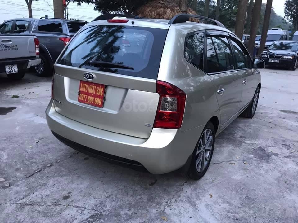 Bán xe Kia Carens 2.0AT 2.0AT, 7 chỗ, sản xuất 2009 màu vàng sâm banh, xe chạy ít, chính chủ biển HN-6