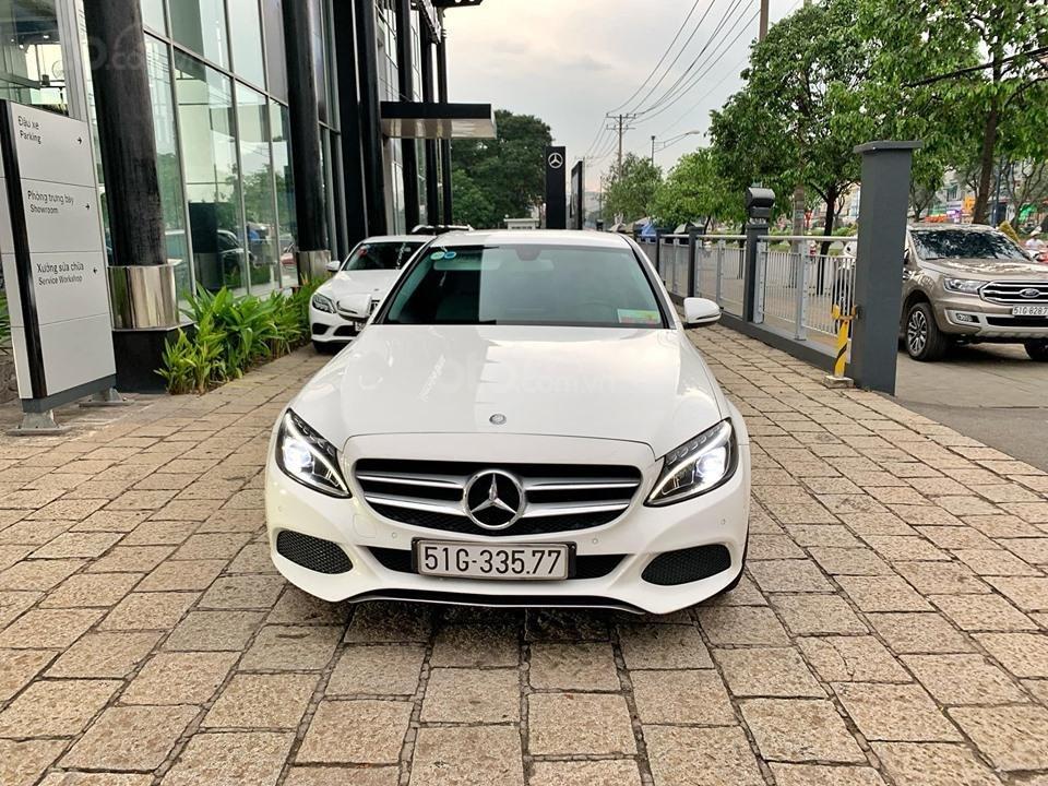 Bán xe Mercedes C200 trắng 2017 cũ chính hãng giá tốt. Trả trước 450 triệu nhận xe ngay-2