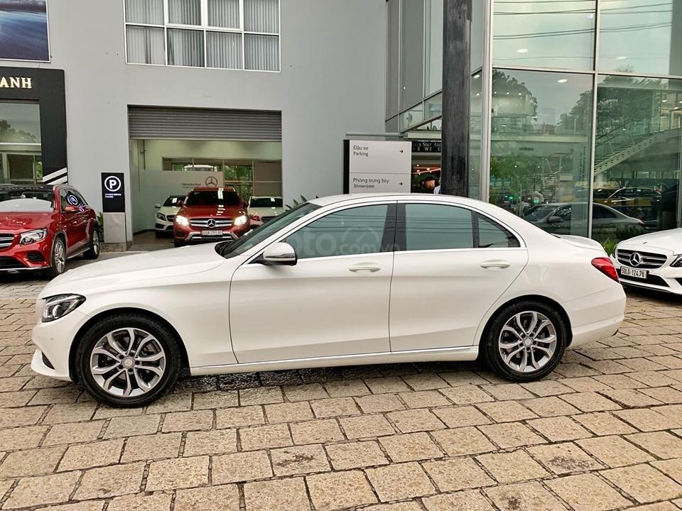 Bán xe Mercedes C200 trắng 2017 cũ chính hãng giá tốt. Trả trước 450 triệu nhận xe ngay-4