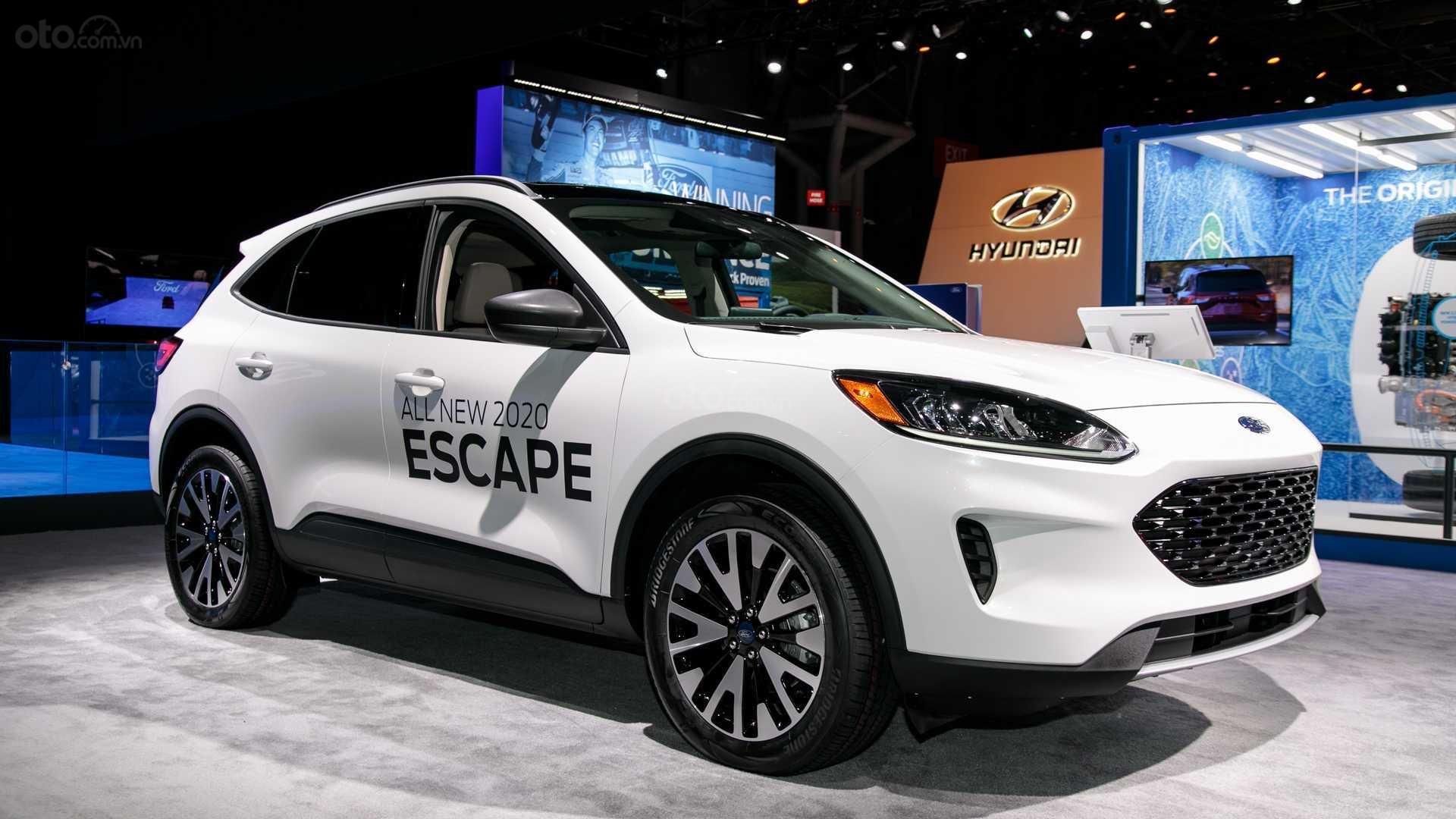 Đánh giá xe Ford Escape 2020 - đầu xe 03