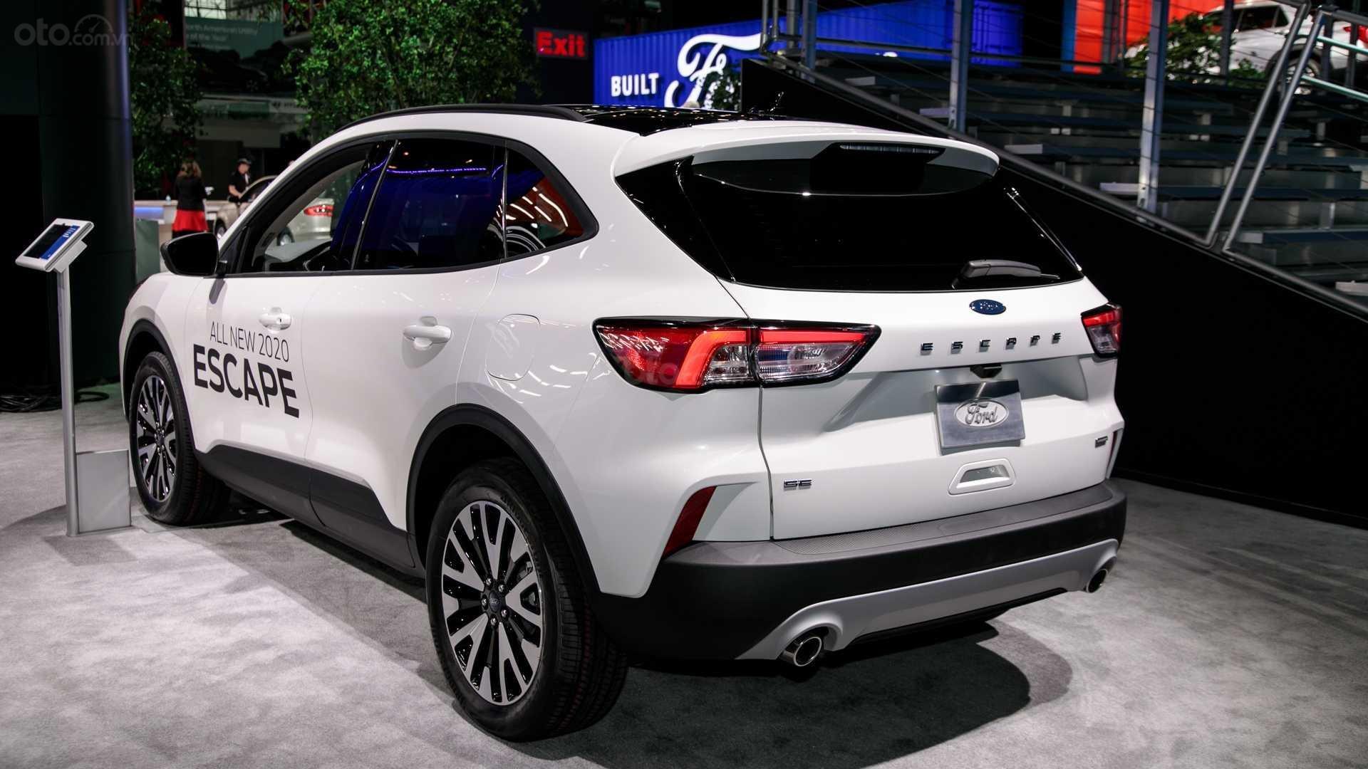 Đánh giá xe Ford Escape 2020 - thân xe 02