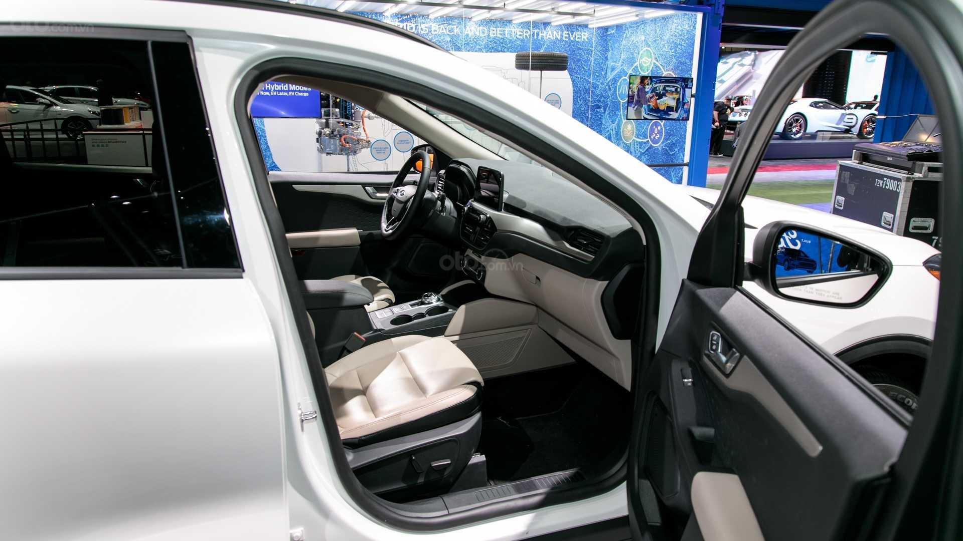 Đánh giá xe Ford Escape 2020 - thân xe 03