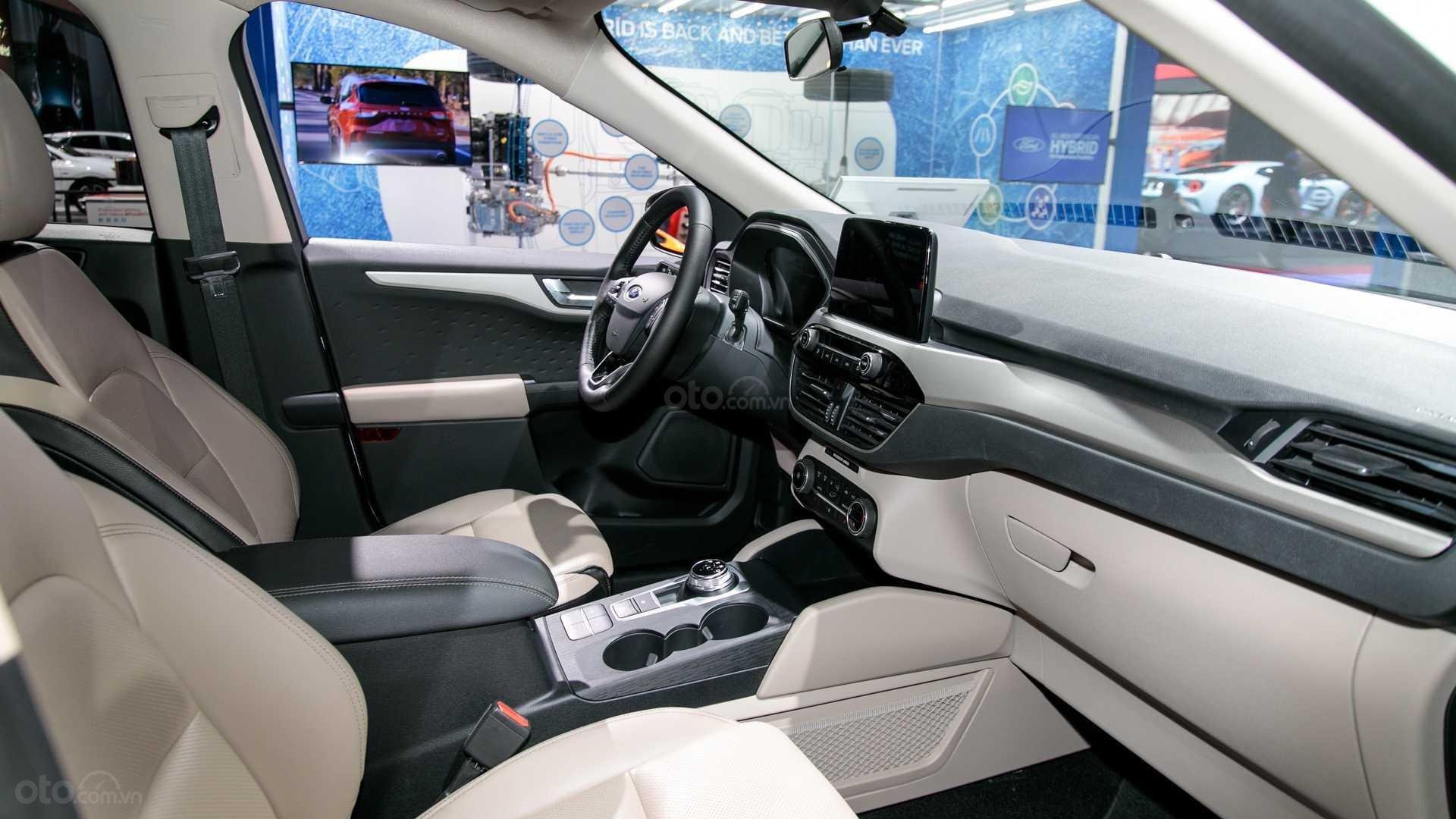 Hệ thống ghế ngồi trên Ford Escape 2020 2