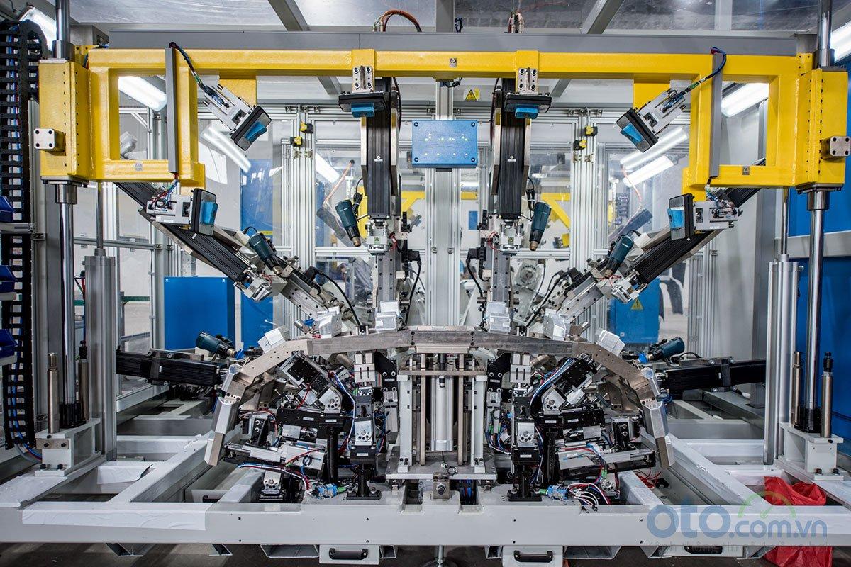 Xưởng hàn của nhà máy ô tô VinFast 3