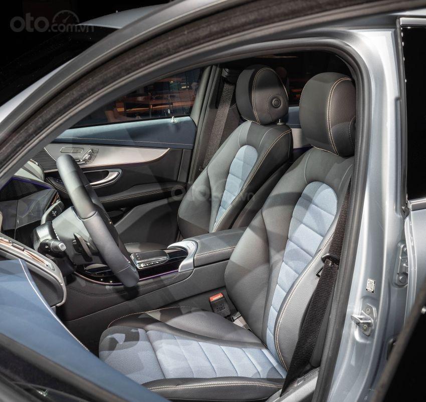 Mercedes-Benz EQC 2020 vô-lăng trái