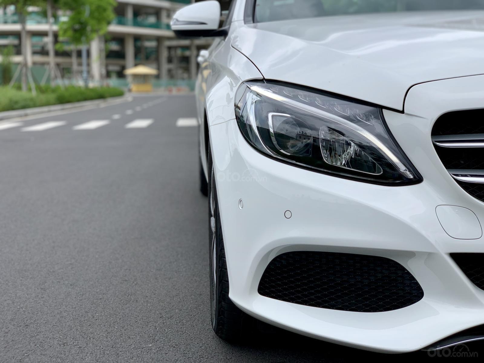 Cần bán Mercedes C200 2018, màu trắng /kem hộp số 9 cấp, loa bumaster-3