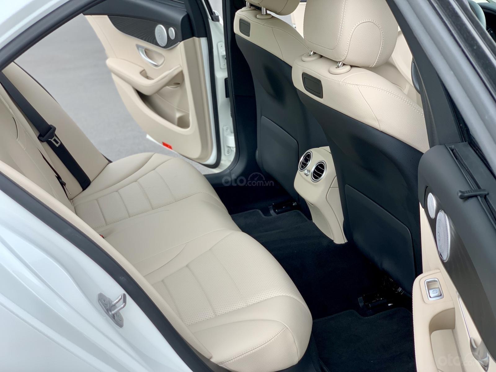 Cần bán Mercedes C200 2018, màu trắng /kem hộp số 9 cấp, loa bumaster-14