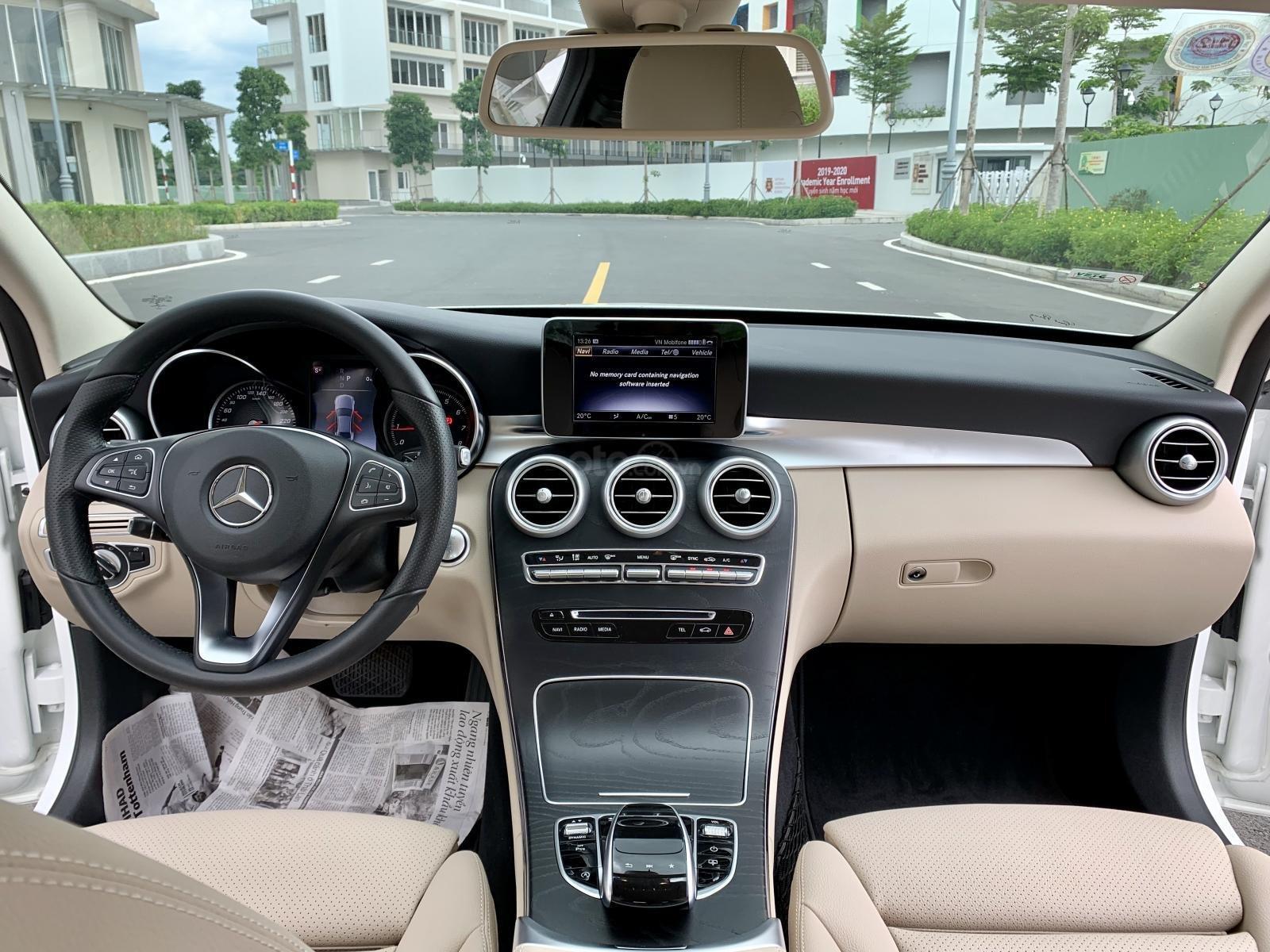 Cần bán Mercedes C200 2018, màu trắng /kem hộp số 9 cấp, loa bumaster (19)
