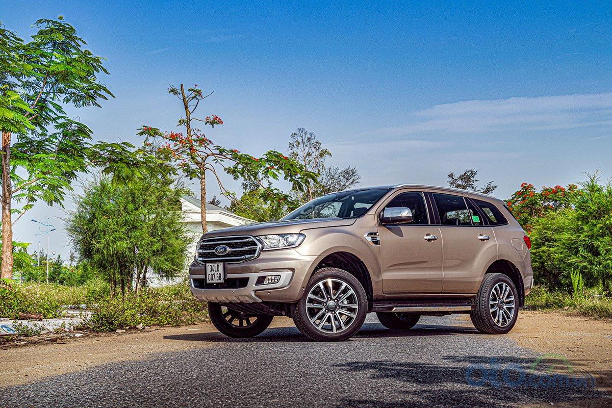 Đánh giá xe Ford Everest Titanium 2.0L Bi-Turbo 2019: vận hành 2