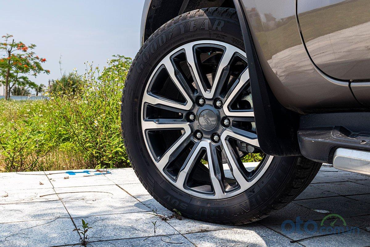 Đánh giá xe Ford Everest Titanium 2.0L Bi-Turbo 2019: La-zăng.