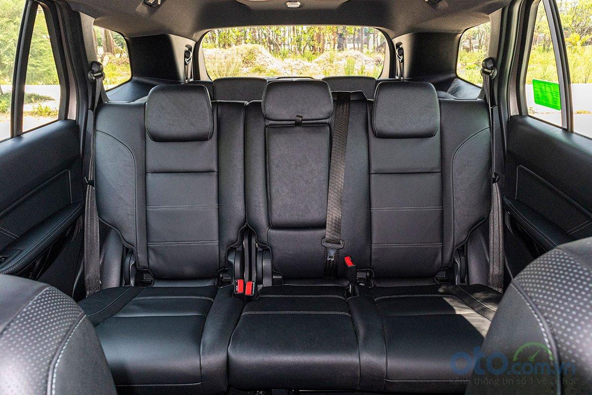 Đánh giá xe Ford Everest Titanium 2.0L Bi-Turbo 2019: Hàng ghế thứ 2 2.
