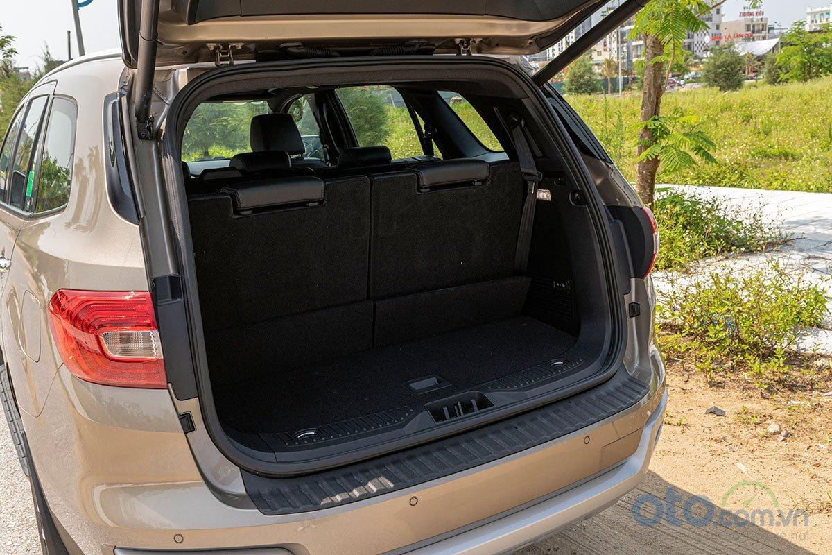 Đánh giá xe Ford Everest Titanium 2.0L Bi-Turbo 2019: Khoang hành lý.