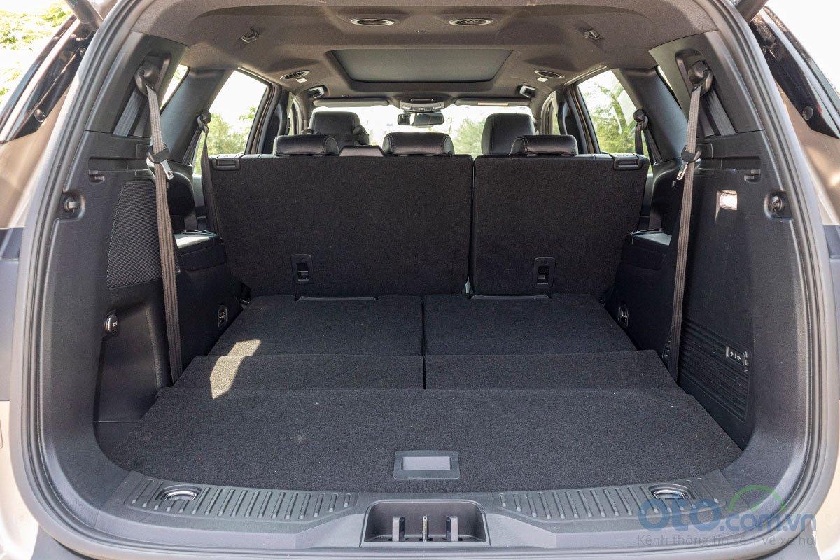 Đánh giá xe Ford Everest Titanium 2.0L Bi-Turbo 2019: Khoang hành lý 1.