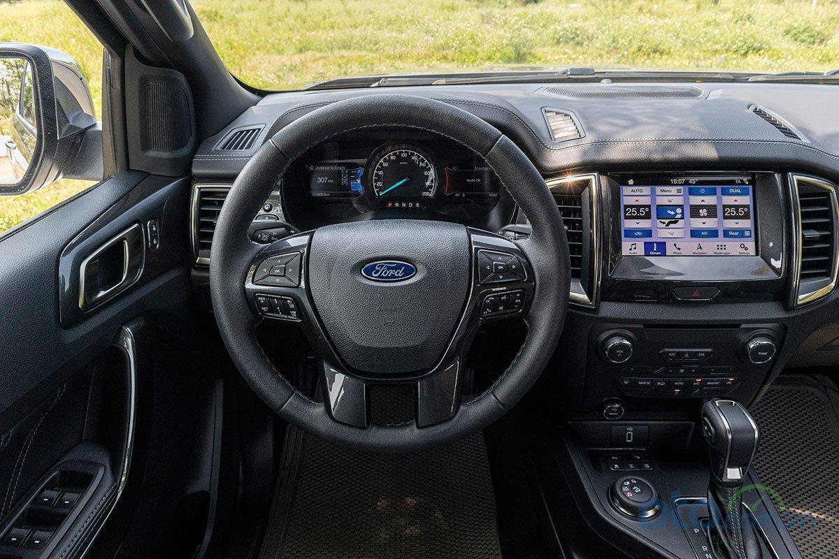 Đánh giá xe Ford Everest Titanium 2.0L Bi-Turbo 2019: Vô-lăng.