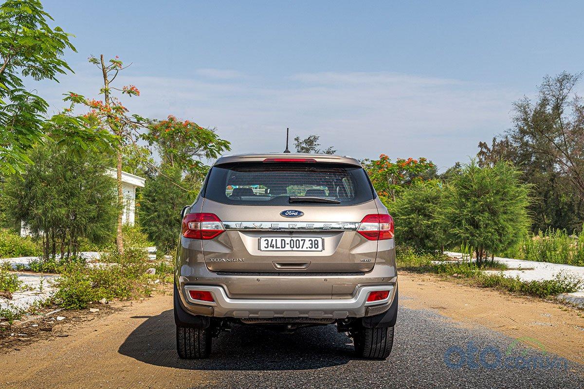 Đánh giá xe Ford Everest Titanium 2.0L Bi-Turbo 2019: Đuôi xe không đổi.
