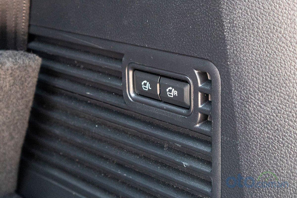 Đánh giá xe Ford Everest Titanium 2.0L Bi-Turbo 2019: Hàng ghế thứ 3 gập điện.