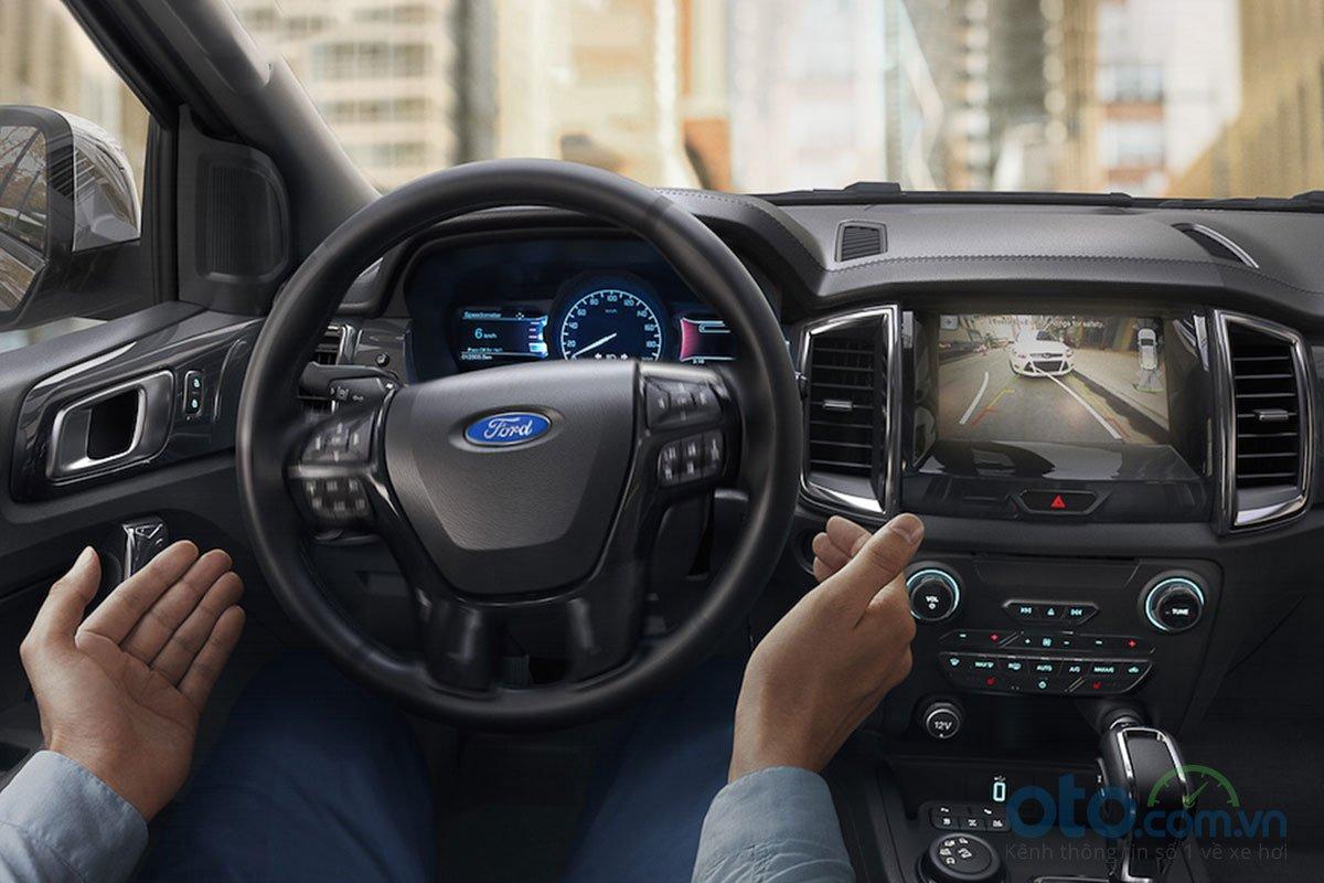 Đánh giá xe Ford Everest Titanium 2.0L Bi-Turbo 2019: Hỗ trợ đỗ xe.