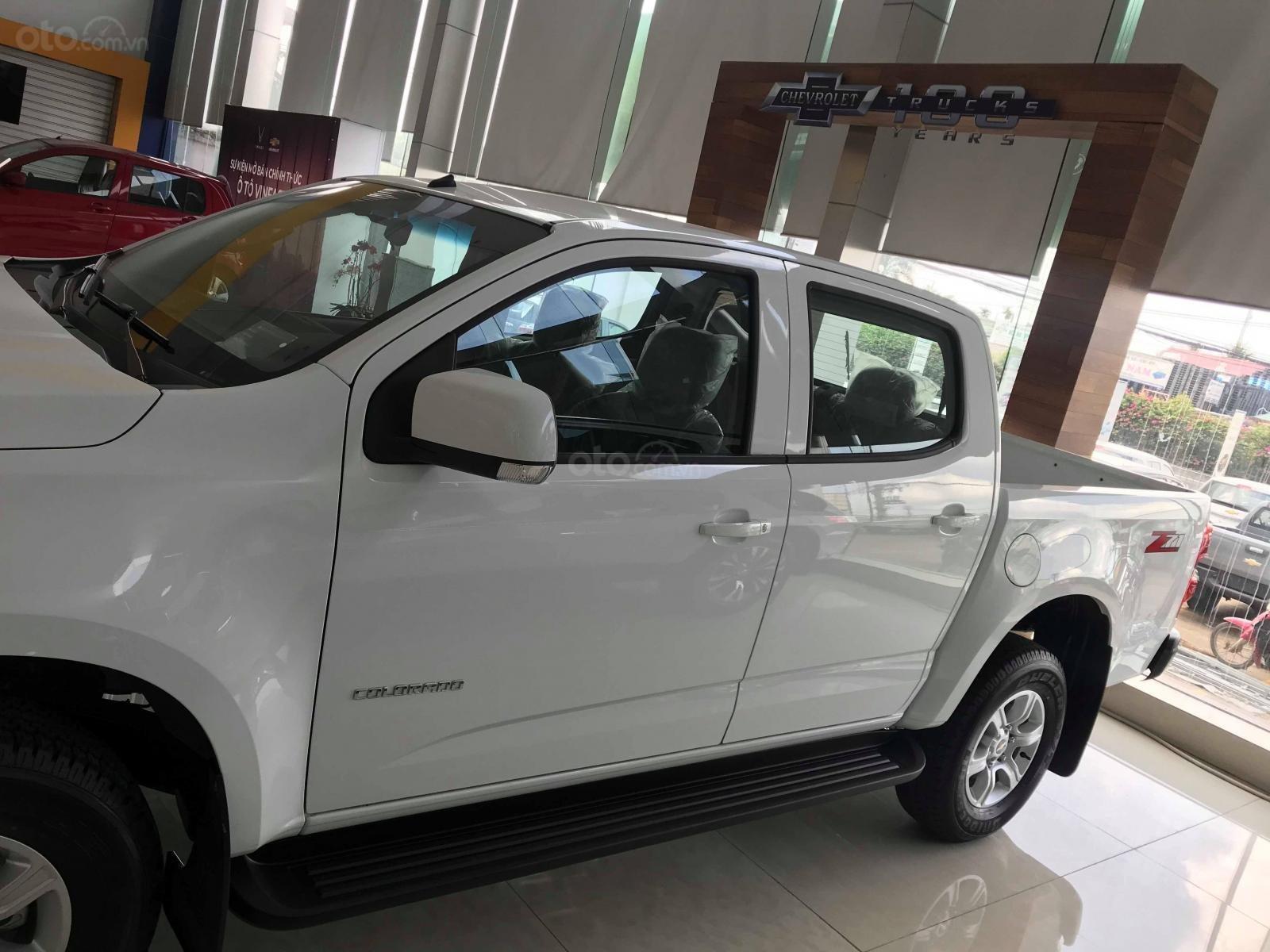 Bán Chevrolet Colorado LT 2018, màu trắng, xe nhập khẩu mới 100% giao ngay-1