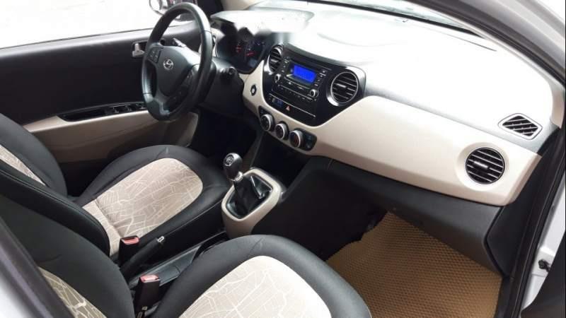 Bán Hyundai Grand i10 2015, màu bạc, tư nhân 1 chủ tứ đầu, số sàn, màu bạc đủ đồ-2