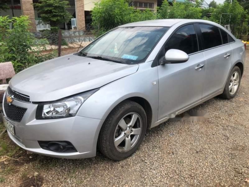Cần bán Chevrolet Cruze MT 2013, màu bạc, xe đã sử dụng 5 năm-0