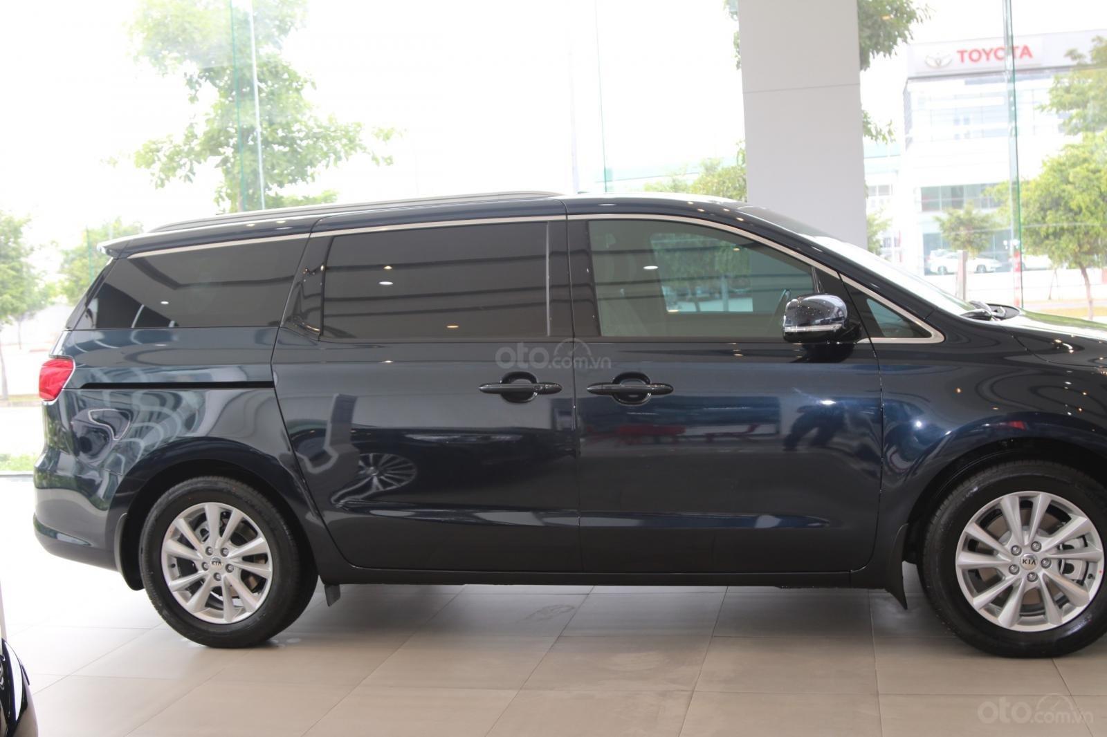 Kia Sedona - giảm giá tiền mặt / tặng bảo hiểm + camera hành trình - liên hệ PKD Kia Bình Tân 093 317 0660-1
