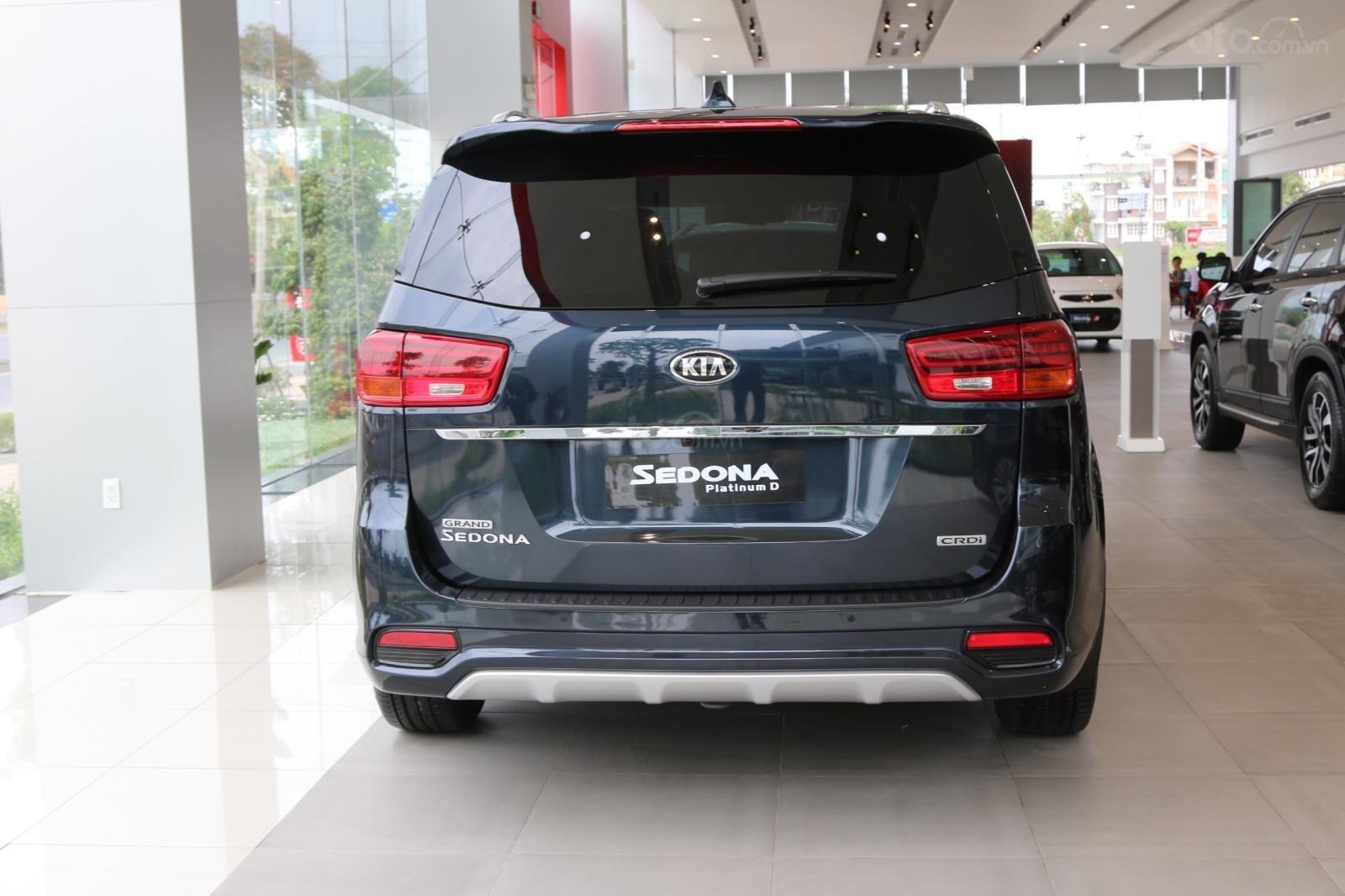 Kia Sedona - giảm giá tiền mặt / tặng bảo hiểm + camera hành trình - liên hệ PKD Kia Bình Tân 093 317 0660-2