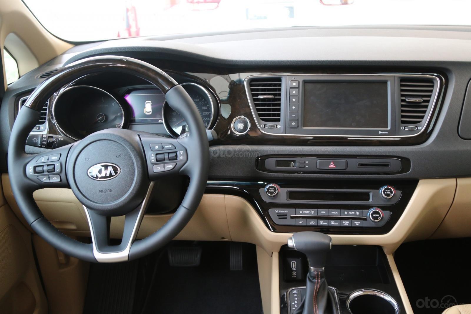 Kia Sedona - giảm giá tiền mặt / tặng bảo hiểm + camera hành trình - liên hệ PKD Kia Bình Tân 093 317 0660 (4)
