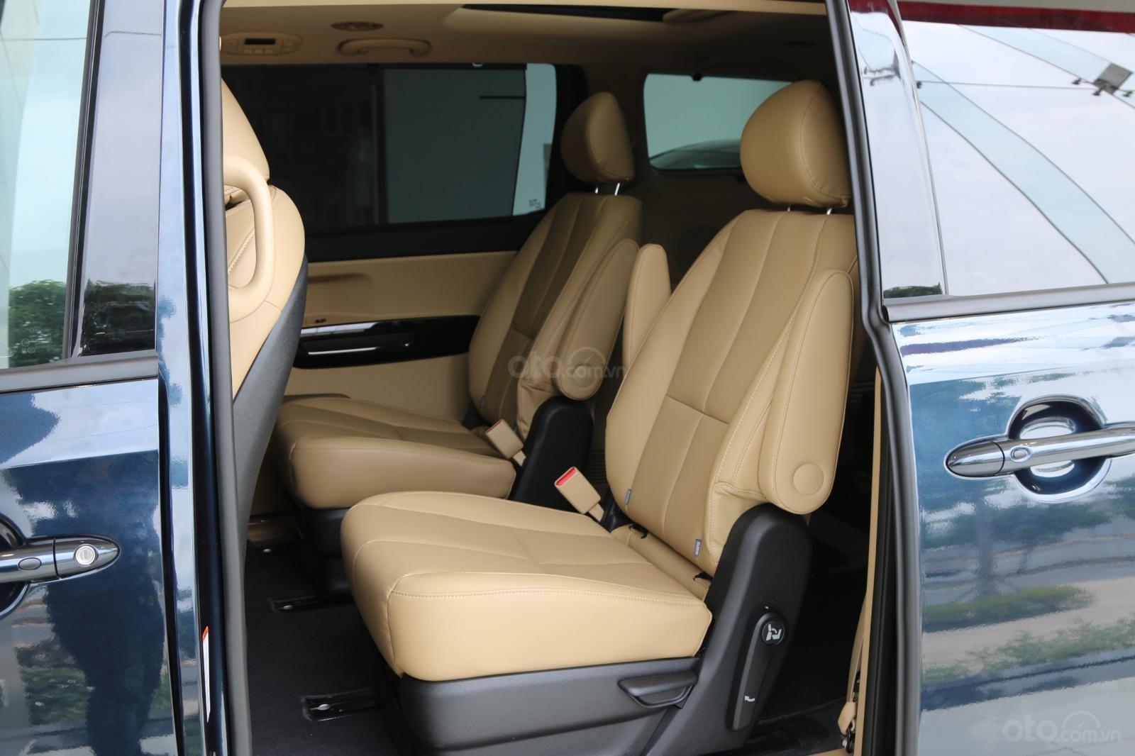 Kia Sedona - giảm giá tiền mặt / tặng bảo hiểm + camera hành trình - liên hệ PKD Kia Bình Tân 093 317 0660 (5)