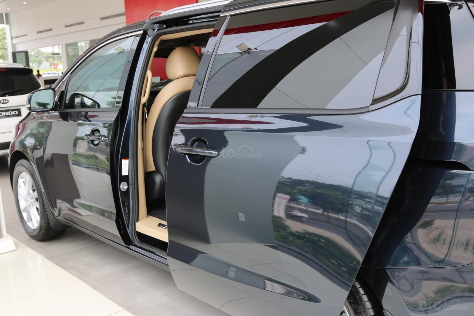 Kia Sedona - giảm giá tiền mặt / tặng bảo hiểm + camera hành trình - liên hệ PKD Kia Bình Tân 093 317 0660 (6)