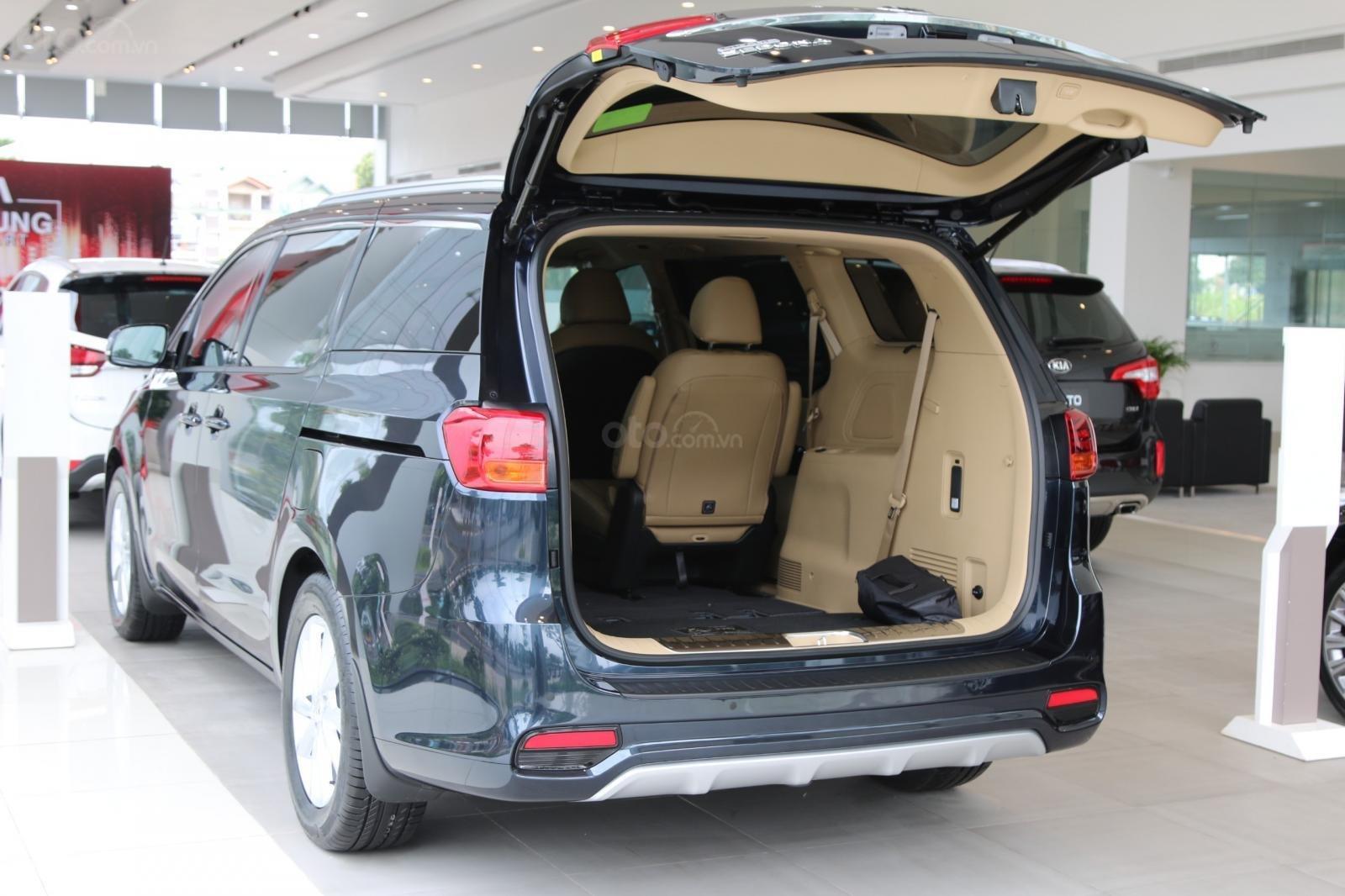Kia Sedona - giảm giá tiền mặt / tặng bảo hiểm + camera hành trình - liên hệ PKD Kia Bình Tân 093 317 0660-7
