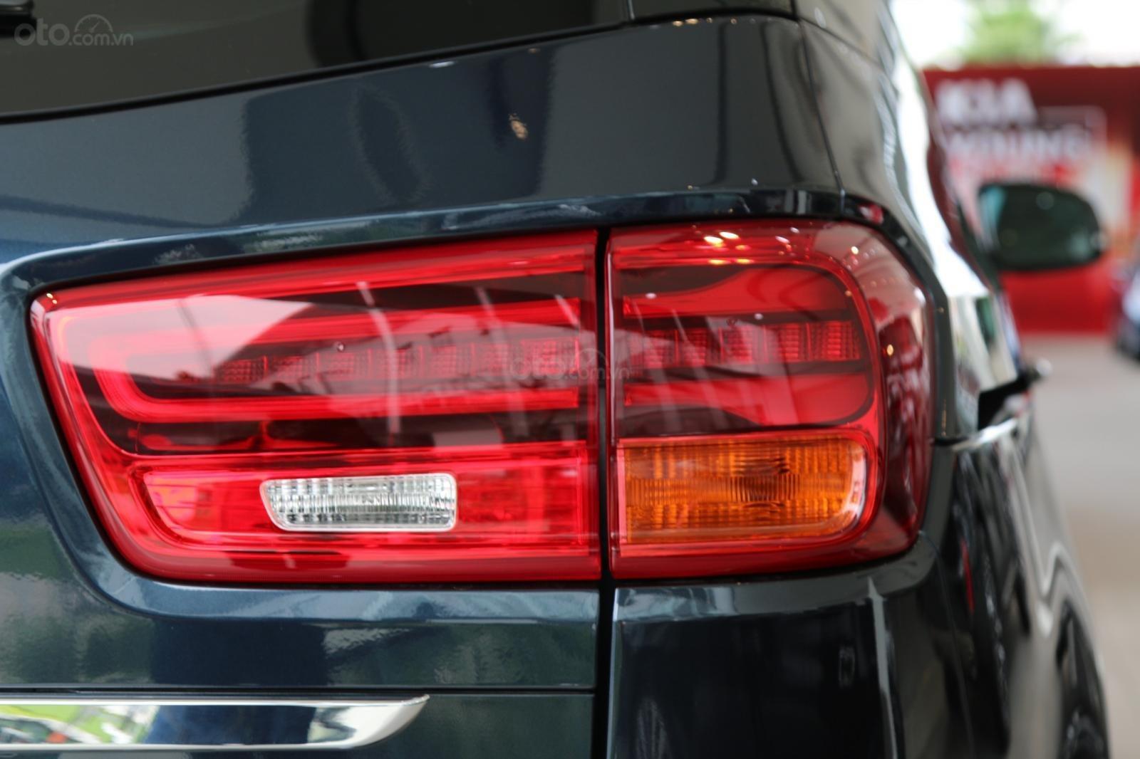 Kia Sedona - giảm giá tiền mặt / tặng bảo hiểm + camera hành trình - liên hệ PKD Kia Bình Tân 093 317 0660 (9)