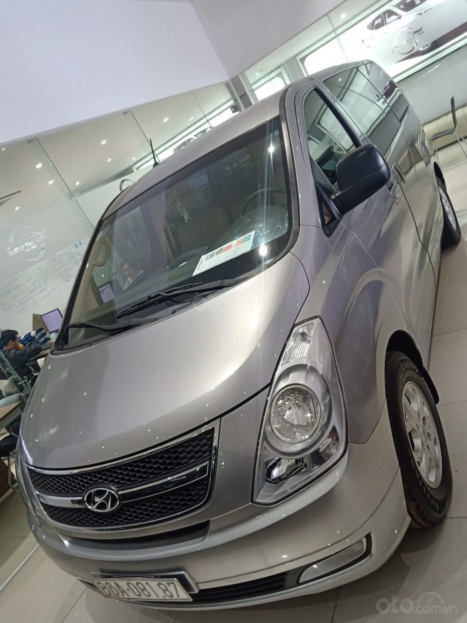 Bán xe Hyundai Starex 2.5D MT 9 chỗ 2013, màu bạc, xe nhập, giá tốt (2)