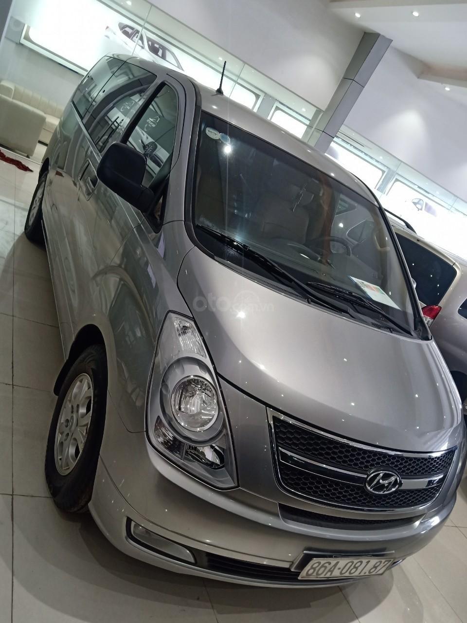 Bán xe Hyundai Starex 2.5D MT 9 chỗ 2013, màu bạc, xe nhập, giá tốt (1)