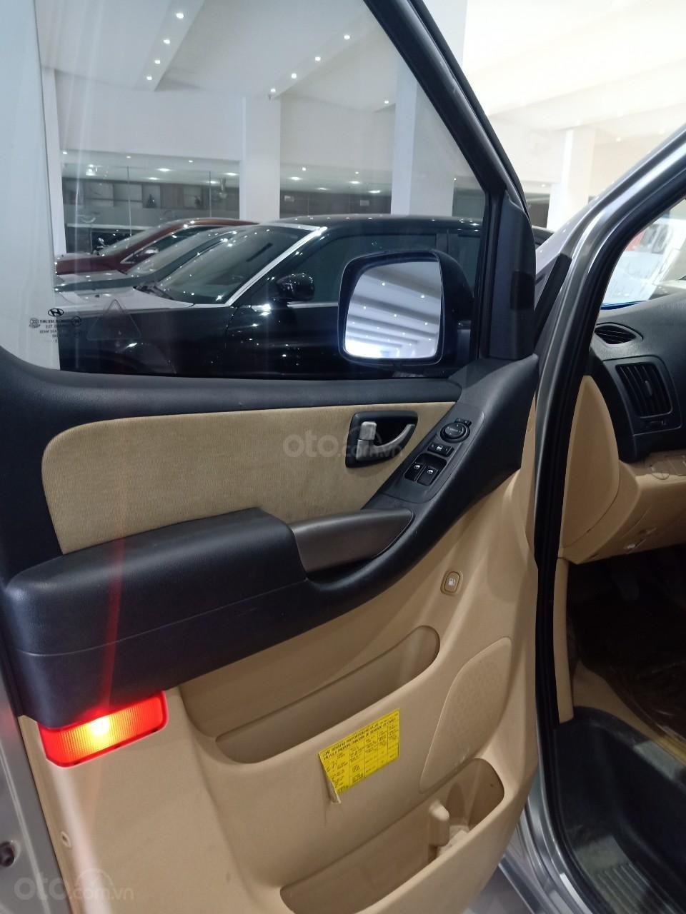 Bán xe Hyundai Starex 2.5D MT 9 chỗ 2013, màu bạc, xe nhập, giá tốt (6)